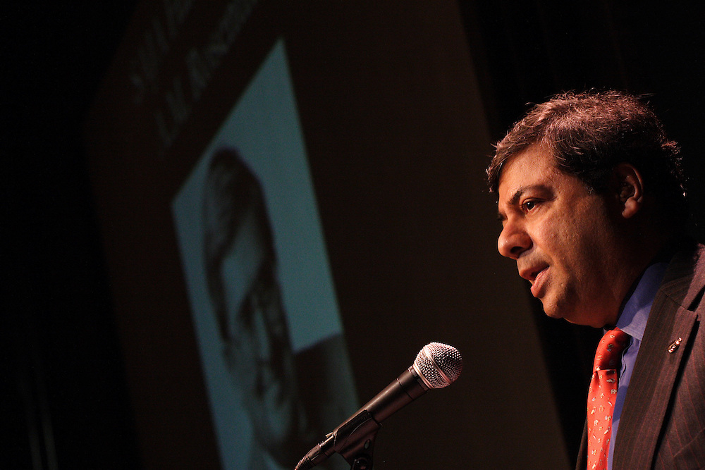 Pranay Gupte, columnist for the New York Sun, reads a tribute to the late A.M. Rosenthal of the New York Times, who is being inducted into the SAJA Hall of Fame.