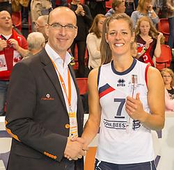 20151011 NED: Supercup VC Sneek - Sliedrecht Sport,  Doetinchem<br /> VC Sneek verslaat Sliedrecht Sport met 3-2 en pakt de eerste prijs van het seizoen / Nienke de Waard