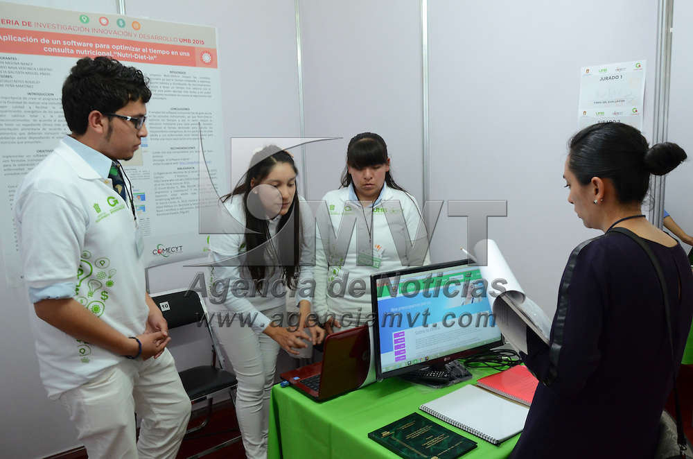 Toluca, México.- Con la participación de 118 proyectos de estudiantes de la Universidad Mexiquense del Bicentenario, comenzó la Feria de la Investigación, Innovación y Desarrollo 2015 en el CIECEM. Agencia MVT / Arturo Hernández.