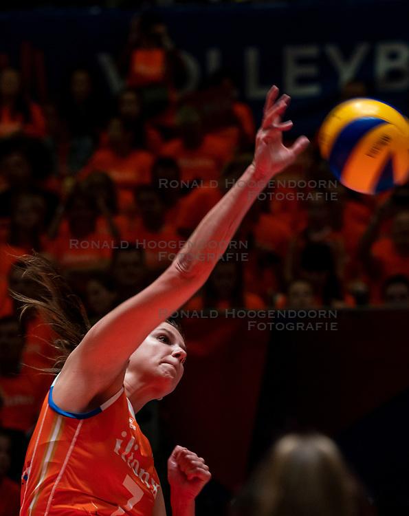 30-05-2019 NED: Volleyball Nations League Netherlands - Poland, Apeldoorn<br /> Juliët Lohuis #7 of Netherlands