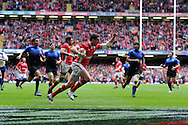 Alex Cuthbert of Wales © scores the opening try.  RBS Six nations championship 2012, Wales v France at the Millennium Stadium in Cardiff, South Wales on Saturday 17th March 2012.  pic by Andrew Orchard, Andrew Orchard sports photography,