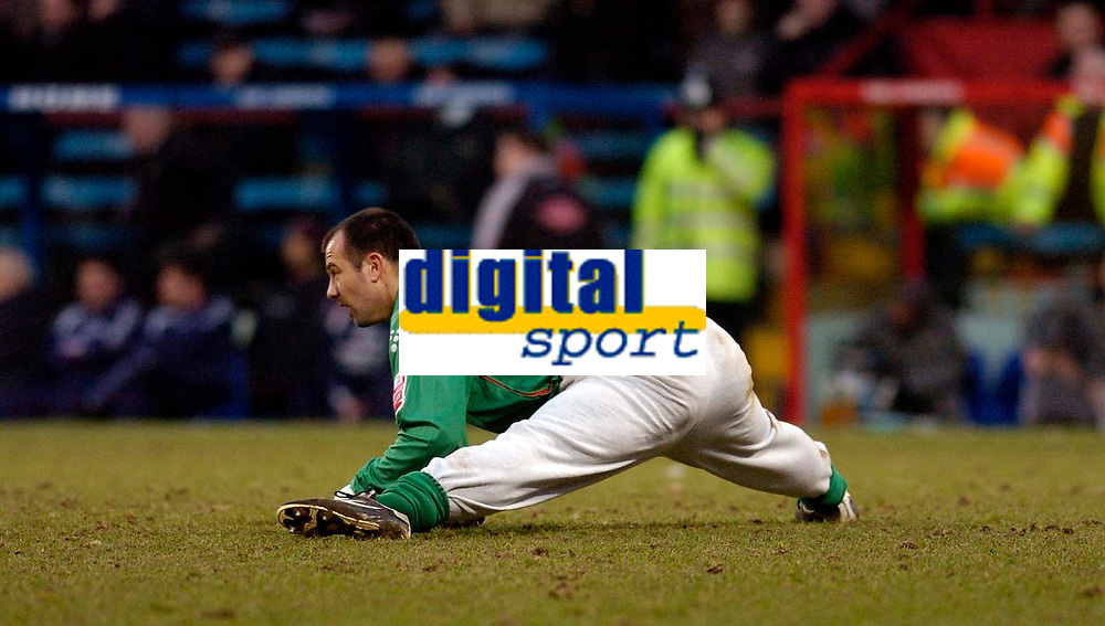 Photo: Alan Crowhurst.<br />Crystal Palace v Cardiff City. Coca Cola Championship. 04/02/2006. <br />Palace keeper Gabor Kiraly does his exercises during the game.