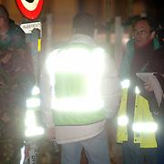 NLD/Huizen/20051122 - Technisch onderzoek door de technische recherche en EOD na ontploffing busje van gehandicapten vervoer Garskamp bij het Blindeninstituut Visio Huizen waarbij de bestuurder zwaargewond raakte