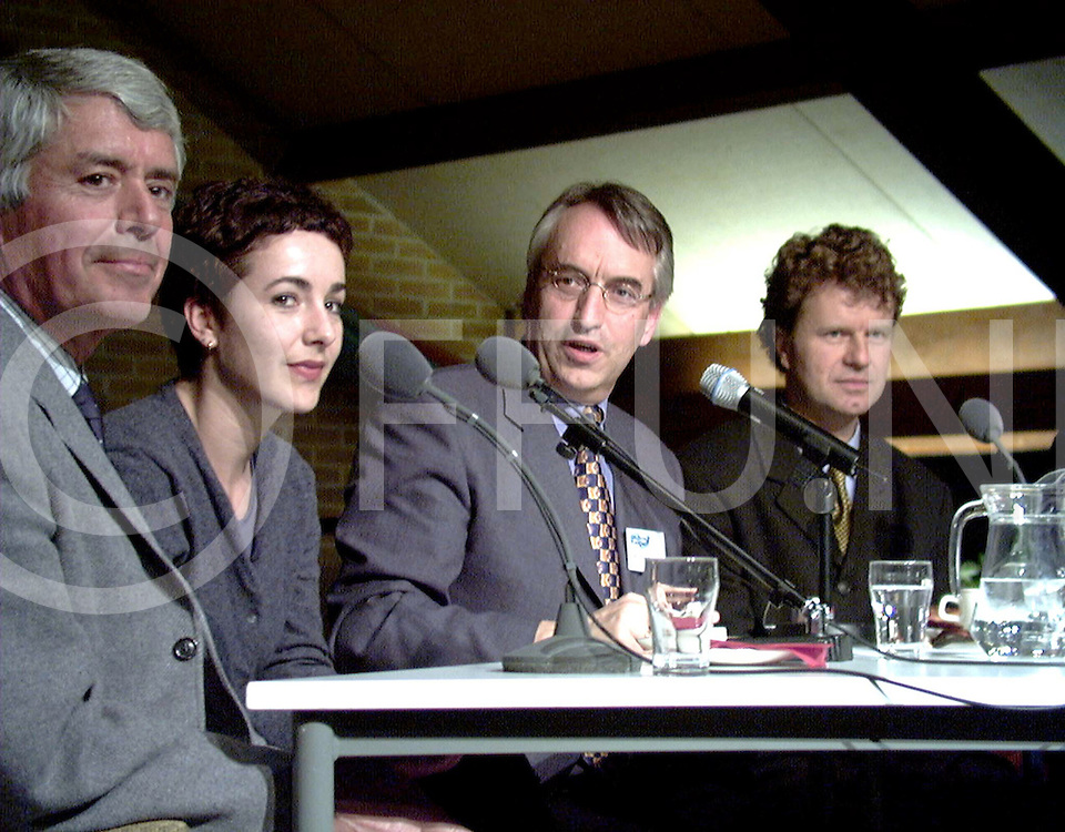 Fotografie Frank Uijlenbroek©2000/michiel van de velde.000217 oud leusen ned.andries knevel leidt elfde uur met prominenten waaronder de heer wilkens (vooraan)