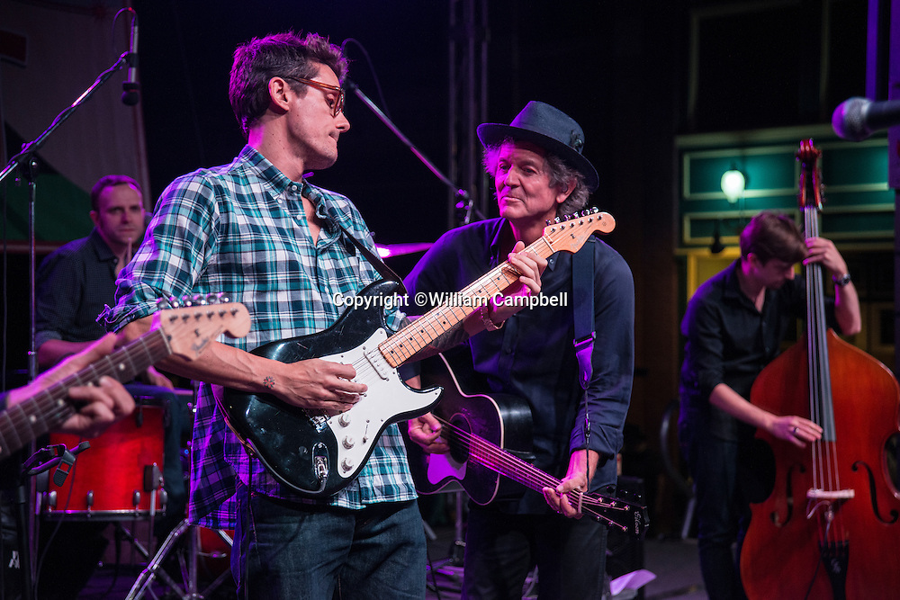 Rodney Crowell (r) and John Mayer (l) perform at the Livingston 2014 Hoot.