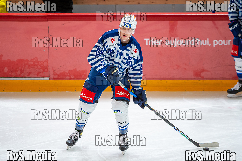 LAUSANNE, SWITZERLAND - OCTOBER 01: Reto Schappi #19 of ZSC Lions warms up prior the Swiss National League game between Lausanne HC and ZSC Lions at Vaudoise Arena on October 1, 2021 in Lausanne, Switzerland. (Photo by Robert Hradil/RvS.Media)