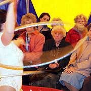 NLD/Huizen/20080327 - Voorstelling van circus Witova voor bewoneners bejaardentehuis de Bolder Huizen