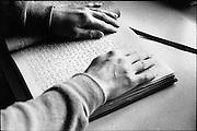 Nederland, Nijmegen, 10-10-1998..Blinde leest boek dmv braille schrift. Lichamelijke handicap, slechtziend, beperking..Foto: Flip Franssen/Hollandse Hoogte
