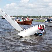 NLD/Loosdrecht/20120623 - Koningin Beatrix bezoekt vlootschouw nij het 100 jarig bestaan van watersportvereniging WNL  , Zeilboot die ongevallen is
