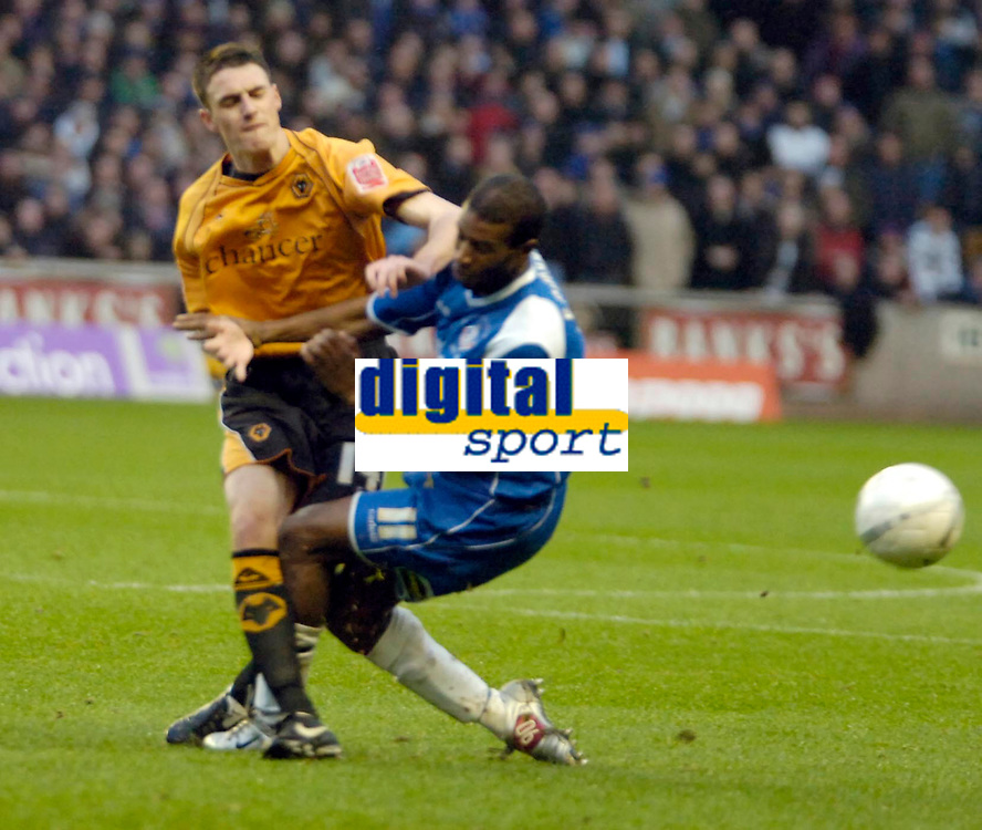 Photo: Ed Godden/Sportsbeat Images.<br />Wolverhampton Wanderers v Oldham Athletic. The FA Cup. 06/01/2007. Wolves' Darren Potter (L), colides with Paul Edwards.