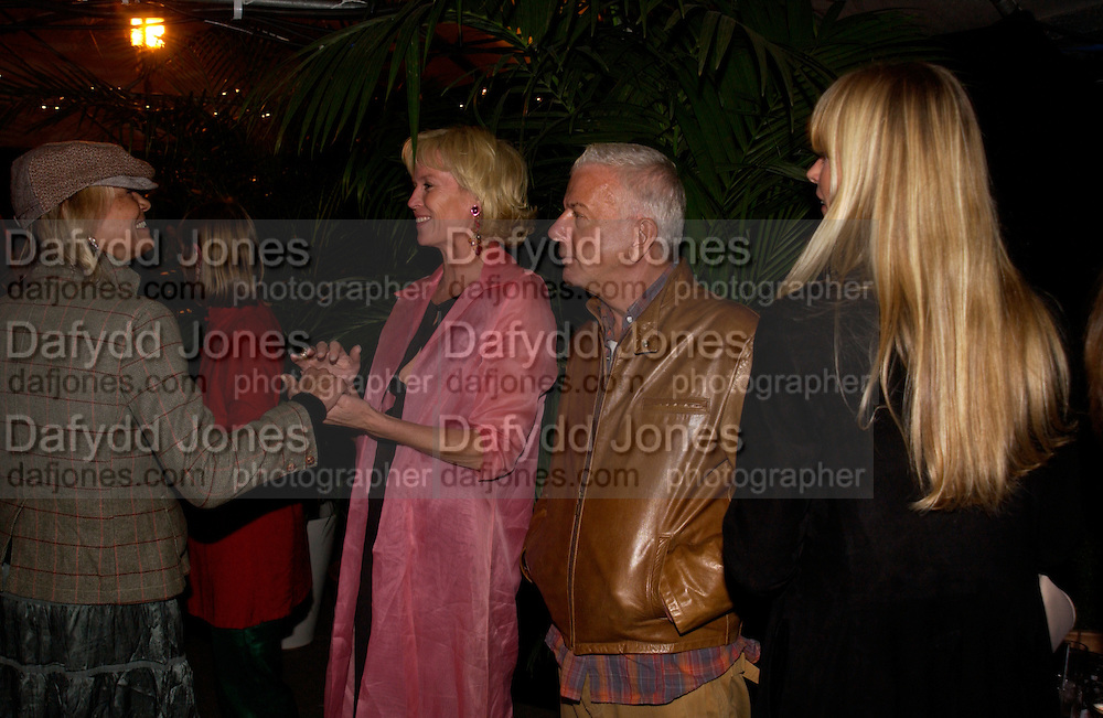 Anita Pallenberg, Vanessa Llewellen and Nicky Haslam, Clothesline, fundraising fashion show and auction to raise money for an aids charity in Africa. chelsea Gardener, 20 September 2004. SUPPLIED FOR ONE-TIME USE ONLY-DO NOT ARCHIVE. © Copyright Photograph by Dafydd Jones 66 Stockwell Park Rd. London SW9 0DA Tel 020 7733 0108 www.dafjones.com