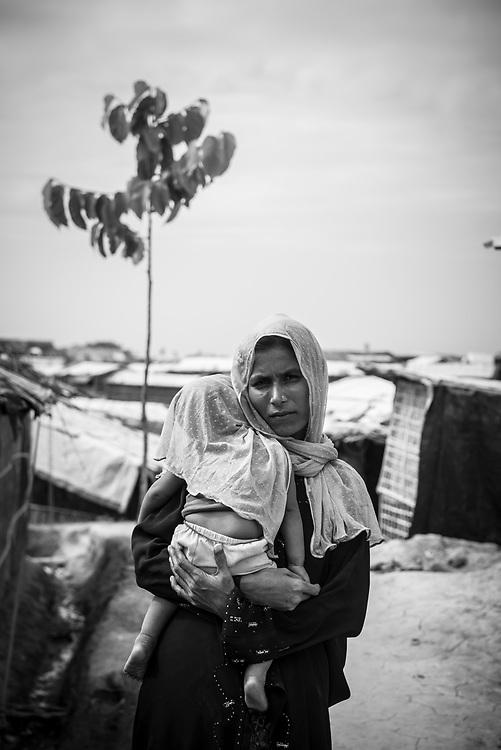 Rohingya mother and child in Balukhali refugee camp, Bangladesh (October 28, 2017)