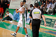 DESCRIZIONE : Siena Lega A 2008-09 Playoff Finale Gara 2 Montepaschi Siena Armani Jeans Milano<br /> GIOCATORE : Terrell Mc Intyre<br /> SQUADRA : Montepaschi Siena <br /> EVENTO : Campionato Lega A 2008-2009 <br /> GARA : Montepaschi Siena Armani Jeans Milano<br /> DATA : 12/06/2009<br /> CATEGORIA : delusione<br /> SPORT : Pallacanestro <br /> AUTORE : Agenzia Ciamillo-Castoria/G.Ciamillo