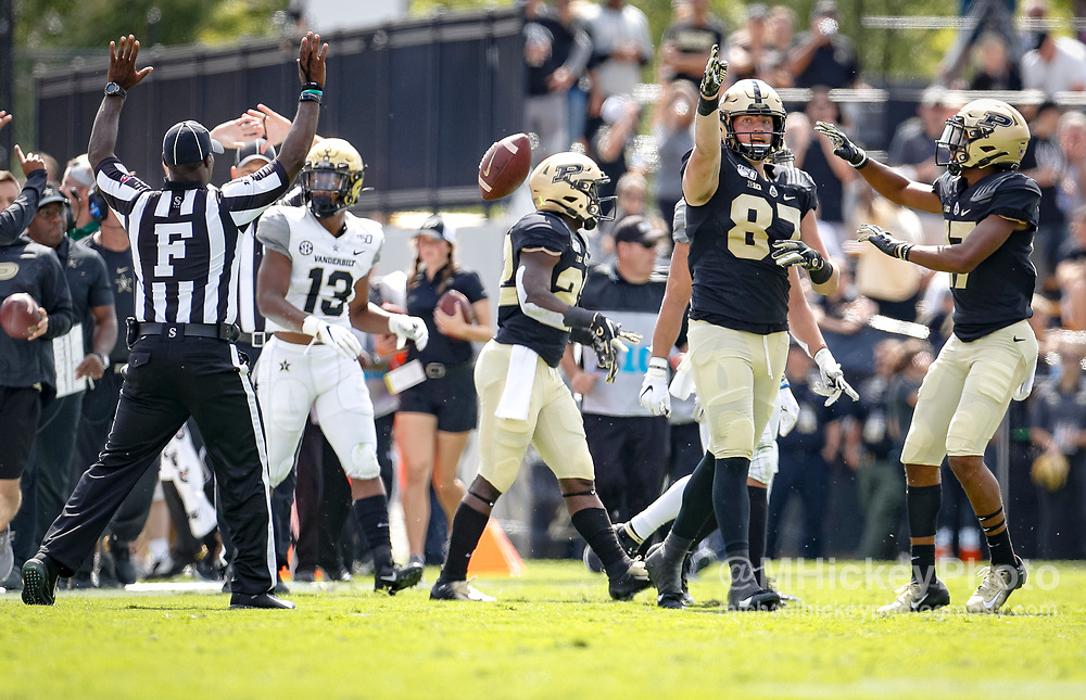 WEST LAFAYETTE, IN - SEPTEMBER 07: Payne Durham #87 of the Purdue Boilermakers signals a first down after a reception during the game against the Vanderbilt Commodores at Ross-Ade Stadium on September 7, 2019 in West Lafayette, Indiana. (Photo by Michael Hickey/Getty Images) *** Local Caption *** Payne Durham