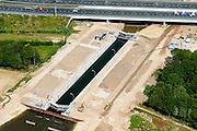 Nederland, Noord-Brabant, Gemeente Den Bosch, 26-06-2014;  aanleg Maximakanaal, directe verbinding tussen de Maas en de Zuid-Willemsvaart. Sluis Hintham, detail.<br /> Door de omlegging van Zuid-Willemsvaart hoeft de beroepsvaart niet langer door de binnenstad van Den Bosch. Ook maakt het nieuwe kanaal het mogelijk met grotere schepen te varen.<br /> Construction Maxima channel, direct connection between river Meuse river and the South Willemsvaart, East of Den Bosch. <br /> luchtfoto (toeslag op standaard tarieven);<br /> aerial photo (additional fee required);<br /> copyright foto/photo Siebe Swart.