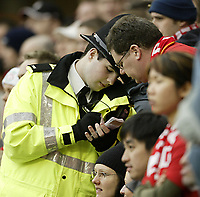 Fotball<br /> England 2004/22005<br /> Foto: SBI/Digitalsport<br /> NORWAY ONLY<br /> <br /> Liverpool v Manchester United<br /> FA Barclays Premiership.<br /> 15/01/2005.<br /> Liverpool fans make complaints to police after Wayne Rooney celebrated in front of the Kop end at Anfield