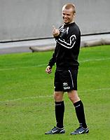 Fotball Landslag Herrer Trening Ullevaal Stadion 29. mai 2006 , Christian Grindheim rekker finger til en lagkamerat Foto: Kasper Wikestad