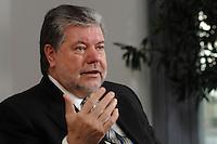 08 JAN 2007, BERLIN/GERMANY:<br /> Kurt Beck, SPD Parteivorsitzender und Ministerpraesident Rheinland-Pfalz, waehrend einem Interview, in seinem Buero, Willy-Brandt-Haus<br /> Kurt Beck, Party Leader of the Social Demicratic Party, during an interview, in his office, Willy-Brandt-Haus<br /> IMAGE: 20070108-01-019<br /> KEYWORDS: Ministerpräsident