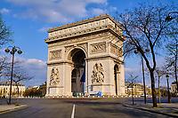 France, Paris (75), l'Arc de Triomphe et la place Charles de Gaulle-Etoile durant le confinement du Covid 19 // France, Paris, the Arc de Triomphe and the Place Charles de Gaulle-Etoile during the containment of Covid 19