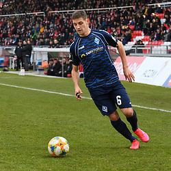 Waldhofs Marco Schuster (Nr.6) am Ball beim Spiel in der 3. Liga, FC Wuerzburger Kickers - SV Waldhof Mannheim.<br /> <br /> Foto © PIX-Sportfotos *** Foto ist honorarpflichtig! *** Auf Anfrage in hoeherer Qualitaet/Aufloesung. Belegexemplar erbeten. Veroeffentlichung ausschliesslich fuer journalistisch-publizistische Zwecke. For editorial use only. DFL regulations prohibit any use of photographs as image sequences and/or quasi-video.
