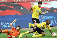Zvjezdan Misimovic of Guizhou Renhe, left, challenges Zhang Linpeng, back, and Rene of Guangzhou Evergrande during the 28th round of the 2014 Chinese Football Association Super League in Guiyang city, southwest China's Guizhou province, 18 October 2014.<br /> <br /> Guangzhou Evergrande defeated Guizhou Renhe 2-1.