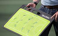 AMSTELVEEN -  Coachbord  tijdens de competitiewedstrijd tussen de heren van Amsterdam en Den Bosch (6-3).  COPYRIGHT KOEN SUYK