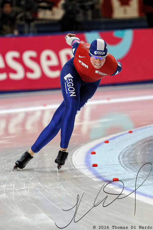 Renate Groenewold (NED) competes in the ladies 5000m event at the 2009 Essent ISU World Single Distances Speed Skating Championships.