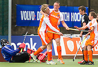 AERDENHOUT - 08-04-2012 - Bart Kronenberg heeft in de laatste minuut de stand op 3-3 gebracht  , zondag tijdens de wedstrijd tussen Nederland Jongens B en Duitsland Jongens B  (3-3), tijdens het Volvo 4-Nations Tournament op de velden van Rood-Wit in Aerdenhout. FOTO KOEN SUYK