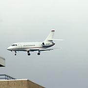 NLD/Amsterdam/20060903 - Aankomst vliegtuig met aan boord Madonna voor een optreden van haar Confessions Tour 2006