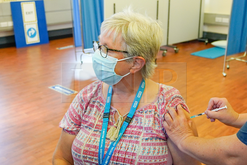 © Licensed to London News Pictures. 20/09/2021. Derby, UK. Community nhs worker Rosa O'Connor receives the Covid-19 booster vaccine at Midland House in Derby. Photo credit: Ioannis Alexopoulos/LNP