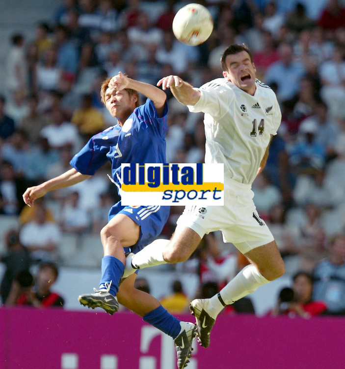 FOOTBALL - CONFEDERATIONS CUP 2003 - GROUP A - 1ST ROUND - NEW ZEALAND v JAPAN- 030618 - RYAN NELSON (NZL) / YOSHITO OKUBO (JAP) - PHOTO STEPHANE MANTEY / DIGITALSPORT