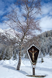 THEMENBILD - Hölzernes Hofkreuz beim Taurer. Kals am Großglockner, Österreich am Dienstag, 6. März 2018 // Wooden cross. Tuesday, March 6, 2018 in Kals am Grossglockner, Austria. EXPA Pictures © 2018, PhotoCredit: EXPA/ Johann Groder