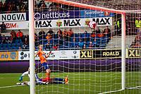 1. divisjon fotball 2018: Aalesund - Tromsdalen. Aalesunds Torbjørn Agdestein setter inn 1-0 forbi Marius Berntzen i førstedivisjonskampen i fotball mellom Aalesund og Tromsdalen på Color Line Stadion.