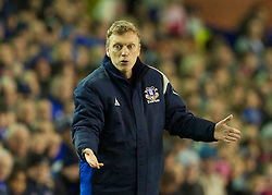 LIVERPOOL, ENGLAND - Tuesday, February 16, 2010: Everton's manager David Moyes during the UEFA Europa League Round of 32 1st Leg match against Sporting Clube de Portugal at Goodison Park. (Photo by: David Rawcliffe/Propaganda)