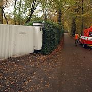 Grote brand Quest International Naarden, meetploeg brandweer Meentweg Naarden, hek Jan des Bouvrie