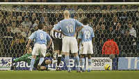 Fotball<br /> England 2004/2005<br /> Foto: SBI/Digitalsport<br /> NORWAY ONLY<br /> <br /> Manchester City v Newcastle United<br /> FA Barclays Premiership.<br /> 02/02/2005.<br /> City's Robbie Fowler sends Shay Given the wrong way to score from the spot for the equaliser