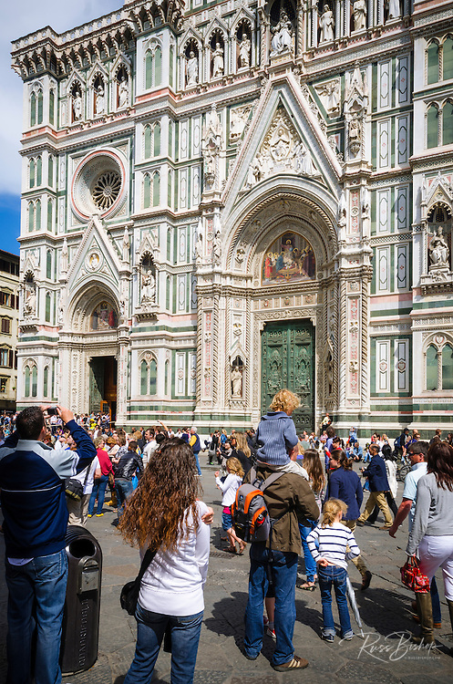 Tourists at the entrance to Cathedral of Santa Maria del Fiore (Duomo), Florence, Tuscany, Italy
