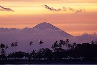 Indonesie. Lombok. Volcan Gunung Agung à Bali vu depuis Senggigi. // Indonesia. Lombok. Gunung Agung volcano see from Denggigi.