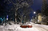 Bialystok, 26.01.2017. Nocny Bialystok pod sniegiem. Po całodobowych obfitych opadach sniegu miasto zostalo przykryte 30 cm warstwa bialego puchu. N/z ulica Akademicka fot Michal Kosc / AGENCJA WSCHOD