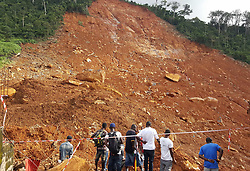 (170815) -- FREETOWN, Aug. 15, 2017 (Xinhua) -- People gather at the mudslide site in Freetown, Sierra Leone, on Aug. 15, 2017. Sierra Leone's President Ernest Bai Koroma has declared seven days of mourning across the country with immediate effect. The president made the announcement through national TV, the Sierra Leone Broadcasting Corporation on Tuesday after a devastating mudslide early Monday killed nearly 300 people on the outskirts of Freetown. (Xinhua/Liu Yu) (Photo by Xinhua/Sipa USA)