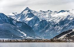 THEMENBILD - Blick auf den Kitzsteinhorn Gletscher mit seinen Liftanlagen, im Vordergrund der Zeller See und Schuettdorf, aufgenommen am 04. Maerz 2016 in Zell am See, Oesterreich // View of the Kitzsteinhorn glacier with the ski lifts in the foreground the Lake Zell and Schuettdorf, on 2016/03/04 in Zell am See, Austria. EXPA Pictures © 2015, PhotoCredit: EXPA/ JFK