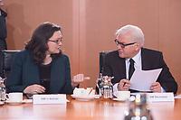 11 FEB 2014, BERLIN/GERMANY:<br /> Andrea Nahles (L), SPD; bundesarbeitsministerin, und Frank-Walter Steinmeier (R), SPD, Bundesaussenminister, im Gespraech, vor Beginn der Kabinettsitzung, Bundeskanzleramt<br /> IMAGE: 20150211-01-007<br /> KEYWORDS: Kabinett, Sitzung, Gespräch