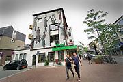 Nederland, Nijmegen, 7-9-2018 Cafe's in Nijmegen. Exterieur De Plak, homocafe, bekend vanwege de piersonrellen begin jaren 80, 1981 . Foto: Flip Franssen
