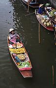 Mrechants at Damnoen Saduak flotating market in Bangkok, Thailand