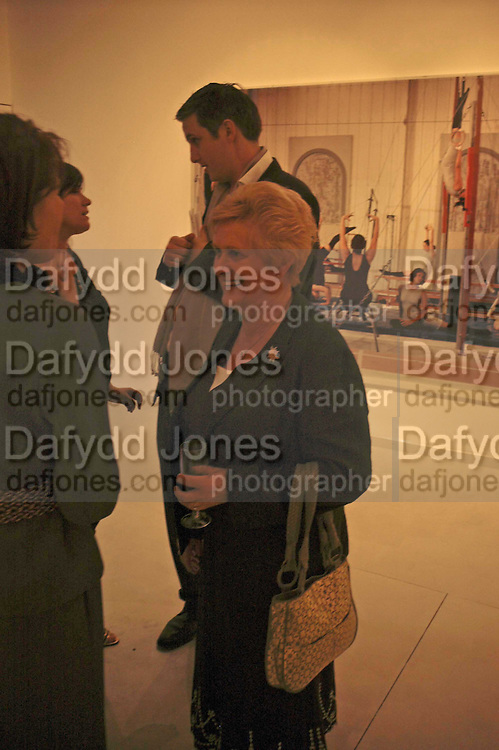 Janet Wilson, Jane and Louise Wilson,-'The New Brutalists' Lisson Gallery. Bell st. Collectors opening. 15 May 2006.  ONE TIME USE ONLY - DO NOT ARCHIVE  © Copyright Photograph by Dafydd Jones 66 Stockwell Park Rd. London SW9 0DA Tel 020 7733 0108 www.dafjones.com