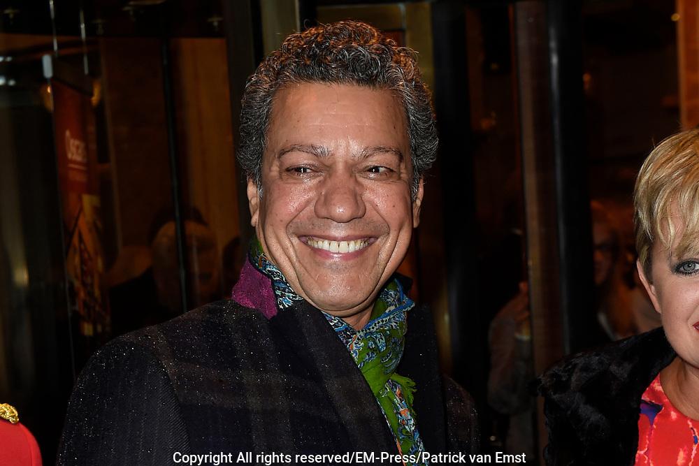 Viering van de tachtigste verjaardag van cabaretier Paul van Vliet in  Theater Carré, Amsterdam. Tijdens de eenmalige voorstelling Vandaag of morgen ter ere van zijn tachtigste verjaardag treedt Van Vliet op samen met collega-cabaretiers Youp van 't  Hek, Herman van Veen, Bert Visscher en Jochem Myjer.<br /> <br /> Op de foto:  Frank Sanders