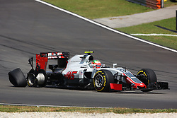 Esteban Gutierrez (MEX) Haas F1 Team VF-16 with a puncture at the start of the race.<br /> 02.10.2016. Formula 1 World Championship, Rd 16, Malaysian Grand Prix, Sepang, Malaysia, Sunday.<br /> Copyright: Photo4 / XPB Images / action press