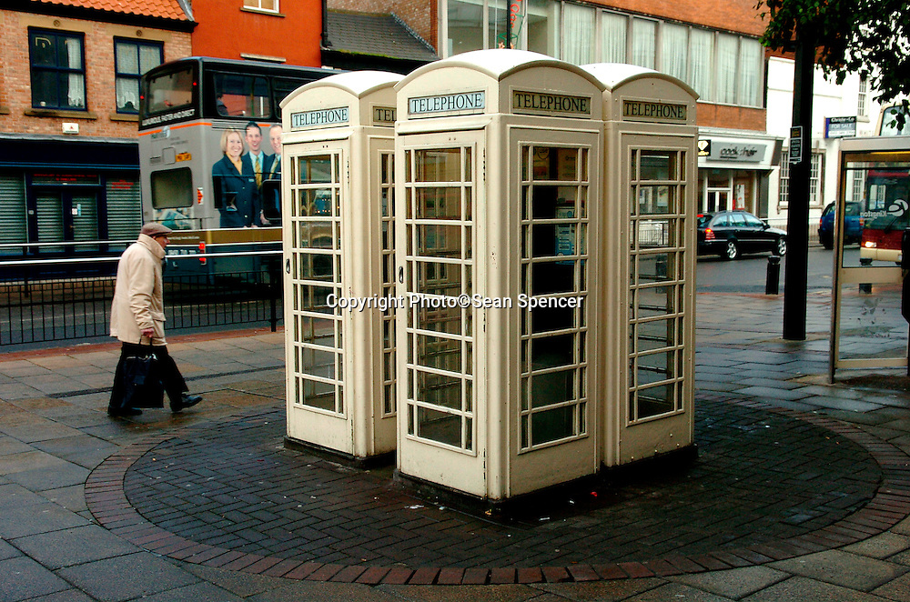 12 December 2005: Cream coloured telephone boxes in Hull belonging to Kingston Communications.<br />Picture:Sean Spencer/hullnews.co.uk 01482 210267/07976 433960<br />www.hullnews.co.uk<br />©Sean Spencer/Hull News & Pictures Ltd<br />NUJ recommended terms & conditions apply. Moral rights asserted under Copyright Designs & Patents Act 1988. Credit is required. No part of this photo to be stored, reproduced, manipulated or transmitted by any means without permission.