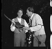 Seamus Ennis and Fiddle player at Iveagh Gardens - 1900 Period Dress<br />