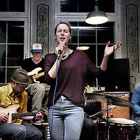 Nederland, Amsterdam , 19 januari 2014.<br /> Café de Prins (prinsengracht 124), waar een muzieksessie met muzikante Eveline Vroonland wordt gehouden<br /> <br /> Foto:Jean-Pierre Jans